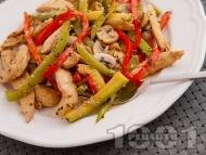 Вкусни пържени пилешки гърди на жулиени със зеленчуци (гъби, тиквички, чушки) в сос от сметана и соев сос